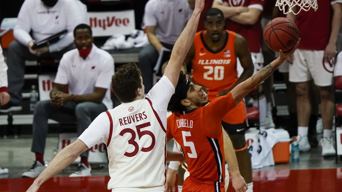 Illinois's Andre Curbelo drives past Wisconsin's Nate Reuvers during the first half of an NCAA...