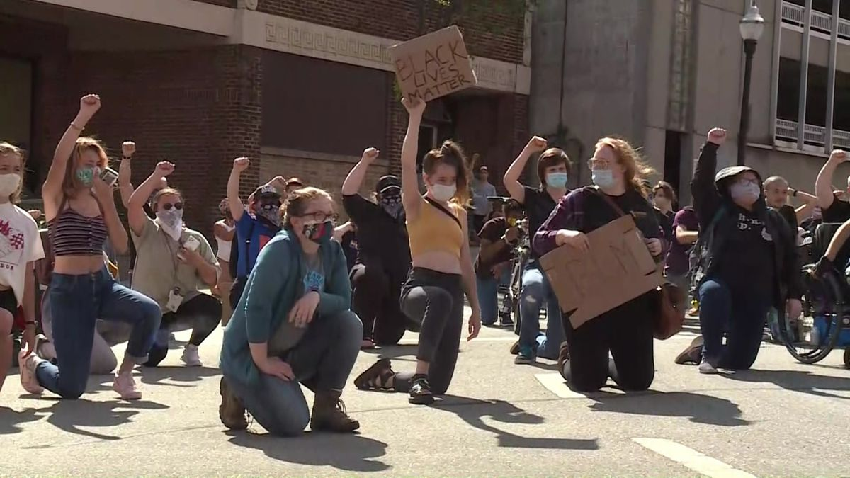 Protesters outside Dane Co. Jail following Capitol Square arrest.