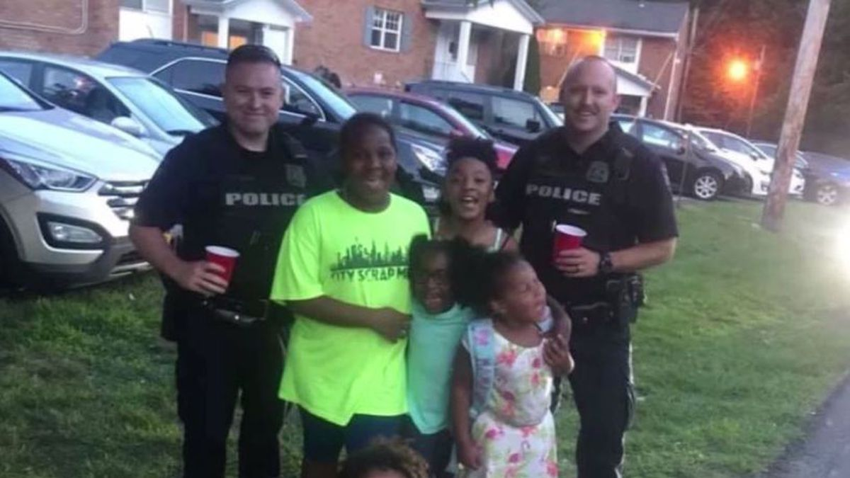 'Bitter' neighbor calls police on kids' lemonade stand, but police refuse to shut it down