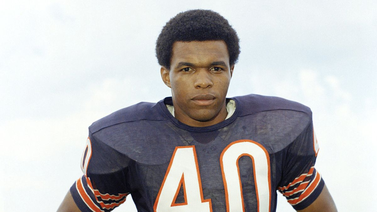 "FILE - This is a 1970 file photo showing Chicago Bears football player Gale Sayers. Hall of Famer Gale Sayers, who made his mark as one of the NFL's best all-purpose running backs and was later celebrated for his enduring friendship with a Chicago Bears teammate with cancer, has died. He was 77. Nicknamed ""The Kansas Comet"" and considered among the best open-field runners the game has ever seen, Sayers died Wednesday, Sept. 23, 2020, according to the Pro Football Hall of Fame."