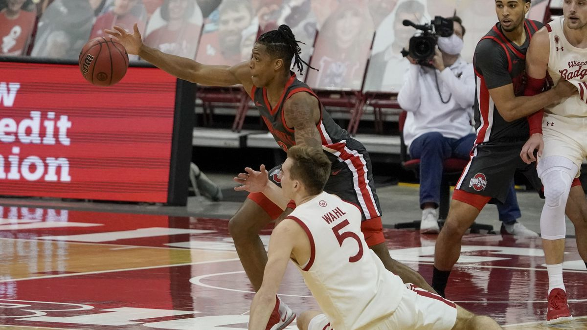 Wisconsin's Tyler Wahl and Ohio State's Eugene Brown III go after a loose ball during the...