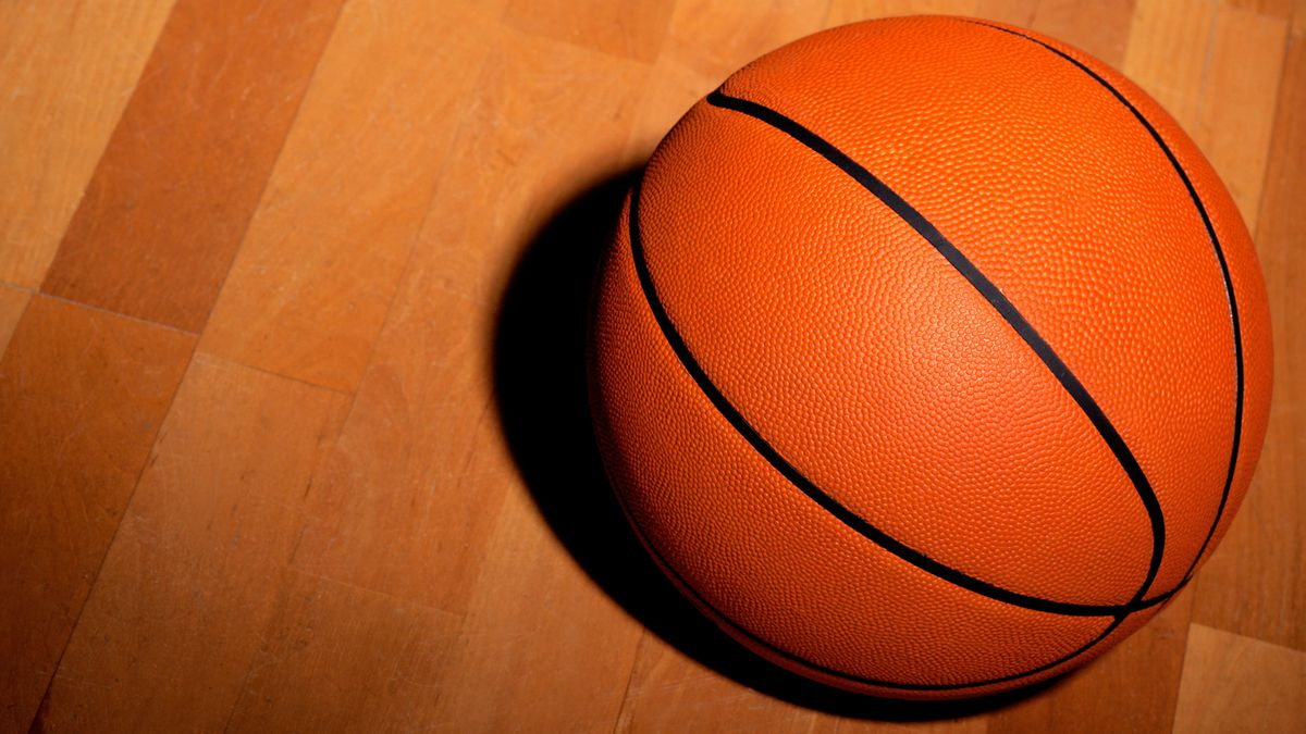 Wisconsin High School Basketball Referee Dies After Collapsing on the Court