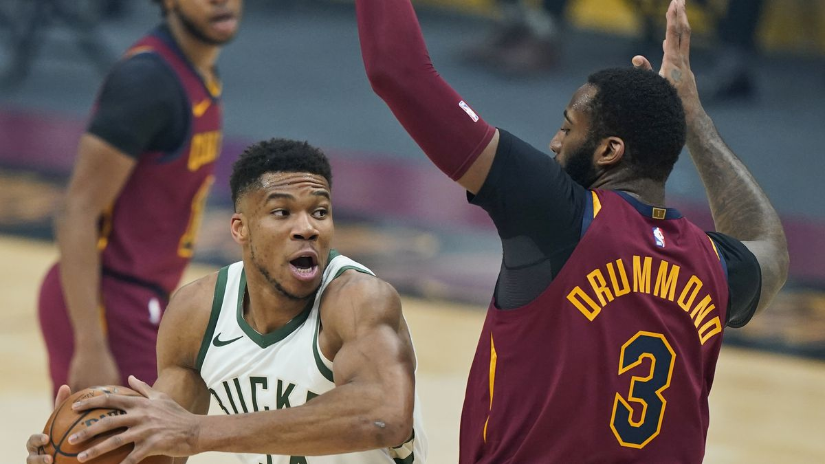Milwaukee Bucks' Giannis Antetokounmpo (34) drives against Cleveland Cavaliers' Andre Drummond...