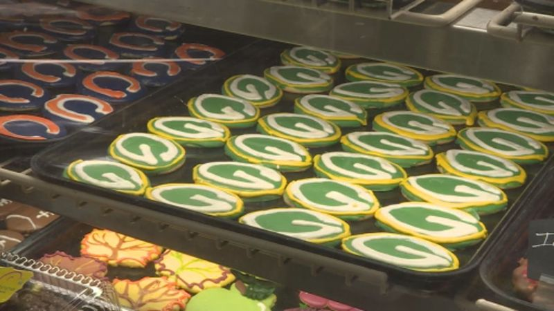 Green Bay Packers cookies compete against Chicago Bears cookies at Neat-O's Bake Shoppe in...
