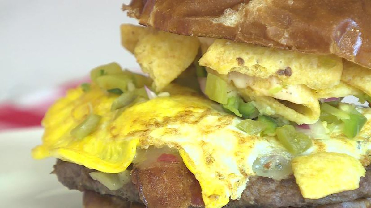 2019 Burger Week feature at DLUX: Green Chili Queso Burger