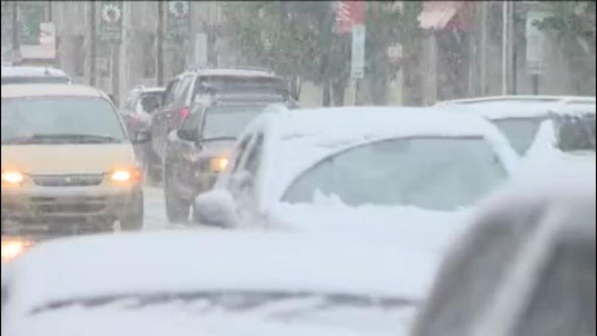 Michigan law requires drivers to remove snow from the roof of their vehicle before getting on the road. (ABC12)