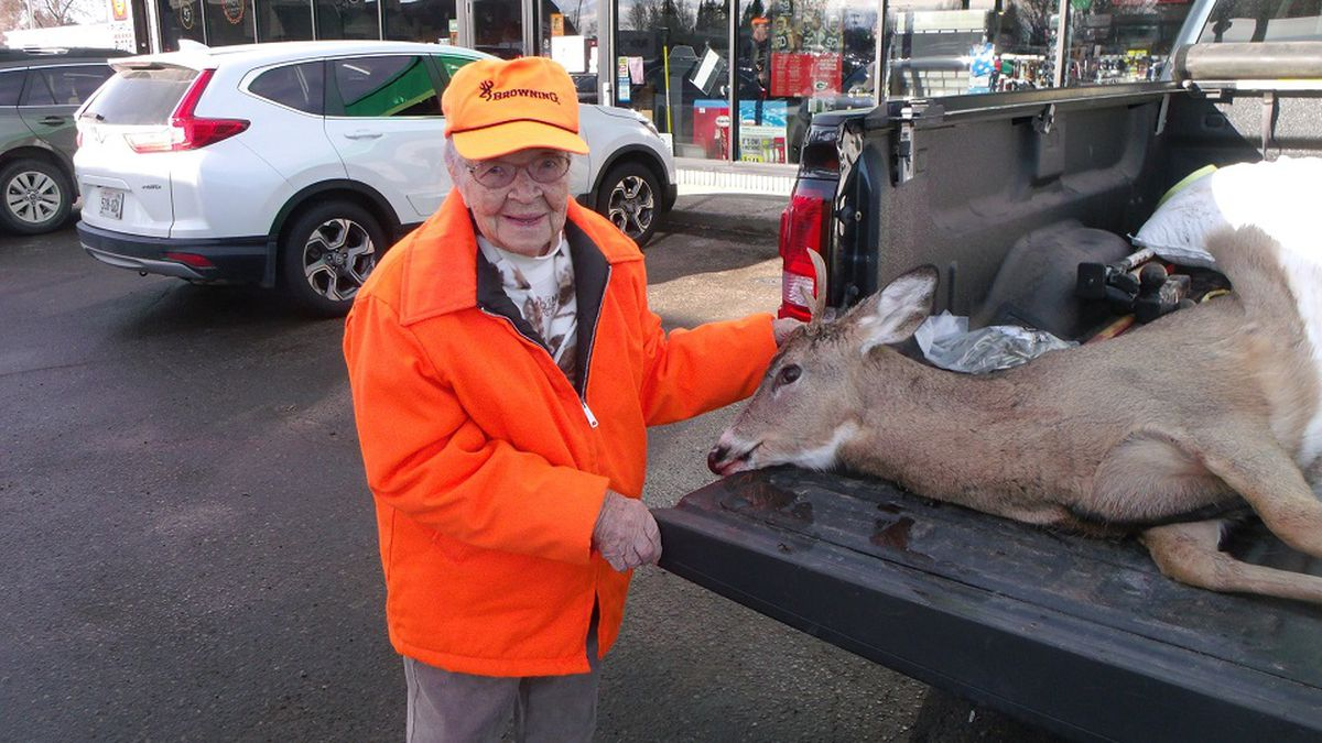 Florence Teeters, 104, poses with the deer she bagged on her first-ever hunt (Submitted)