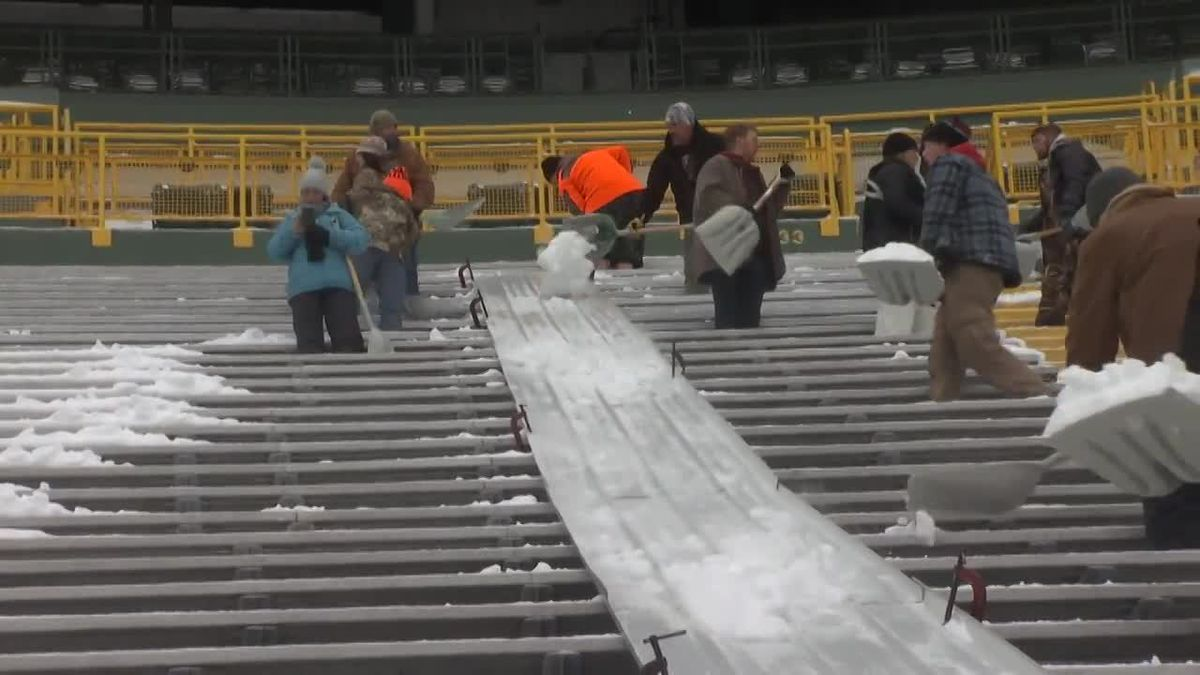 Packers fans shovel Lambeau Field. Dec. 4, 2019. (WBAY Photo)