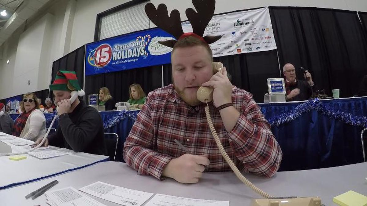 """Volunteer taking a donation phone call during a """"Mike's Miracle Minute"""" in 2018. (WMTV)"""