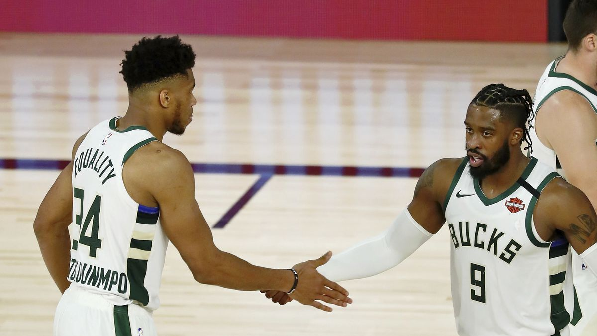 Milwaukee Bucks forward Giannis Antetokounmpo (34) is congratulated by guard Wesley Matthews...