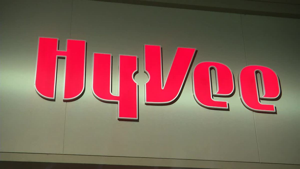 Hy-Vee vaccinating Illinois QC employees