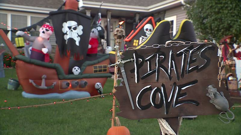 Sun Prairie house offers pirate-themed Halloween decorations.