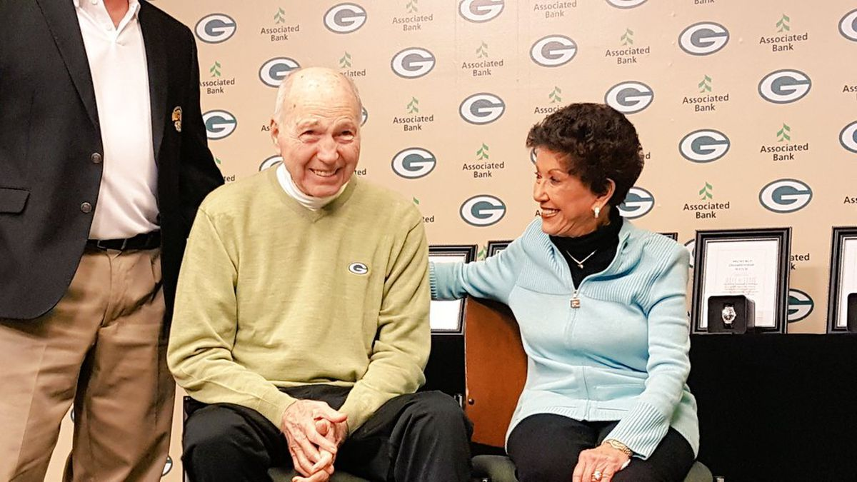 Bart and Cherry Starr in November 2017, when they donated Bart's championship ring to the Green Bay Packers Hall of Fame (WBAY file photo)