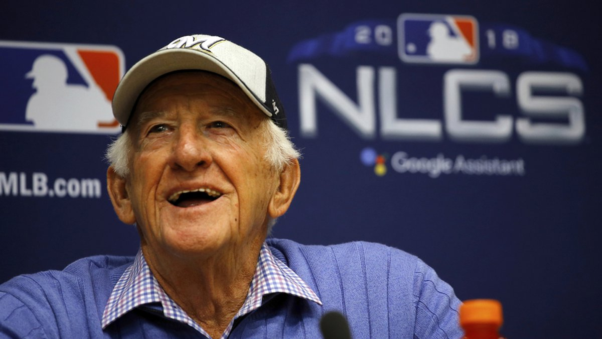 Milwaukee Brewers sportscaster Bob Uecker speaks at a news conference Friday, Oct. 12, 2018, in...