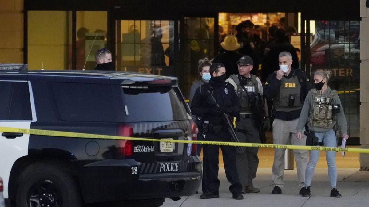 FBI officials and police stand outside the Mayfair Mall after a shooting, Friday, Nov. 20,...