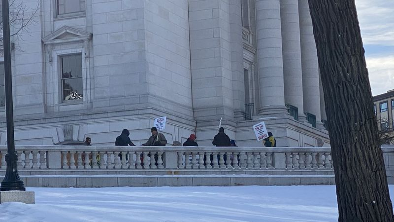 Few protesters at Wisconsin Capitol