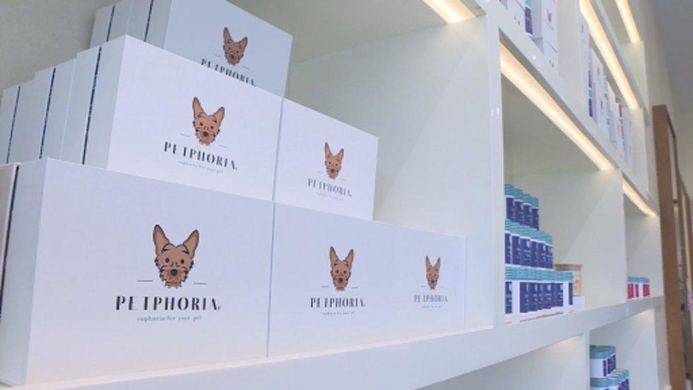 Petphoria sells gourmet dog treats and boutique dog apparel.